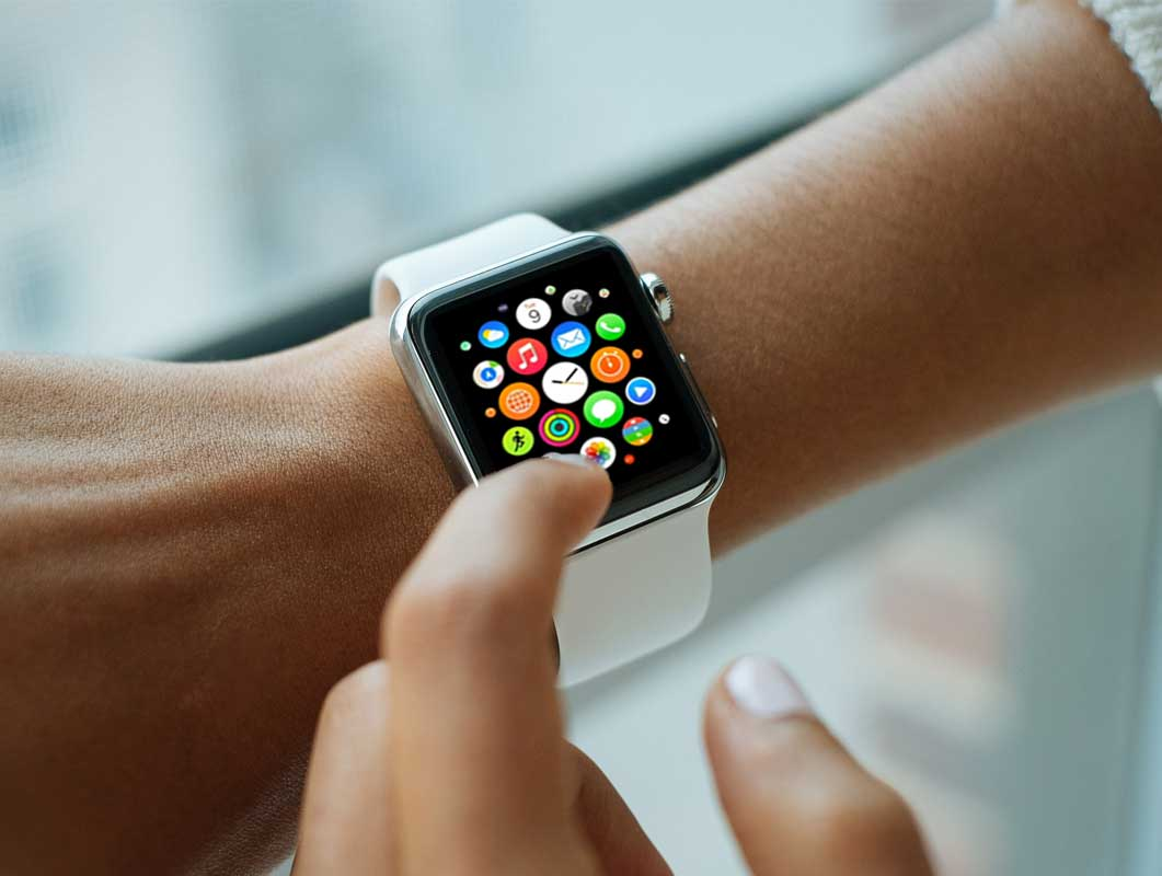 5 Free Apple Watch PSD Mockups Promotional Shots