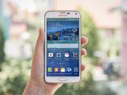 Samsung Galaxy S5 PSD Mockup Outdoor Bokeh