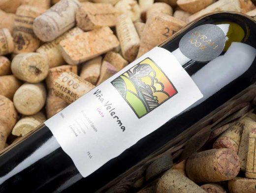 Realistic Wine Bottle PSD Mockup Product Shot